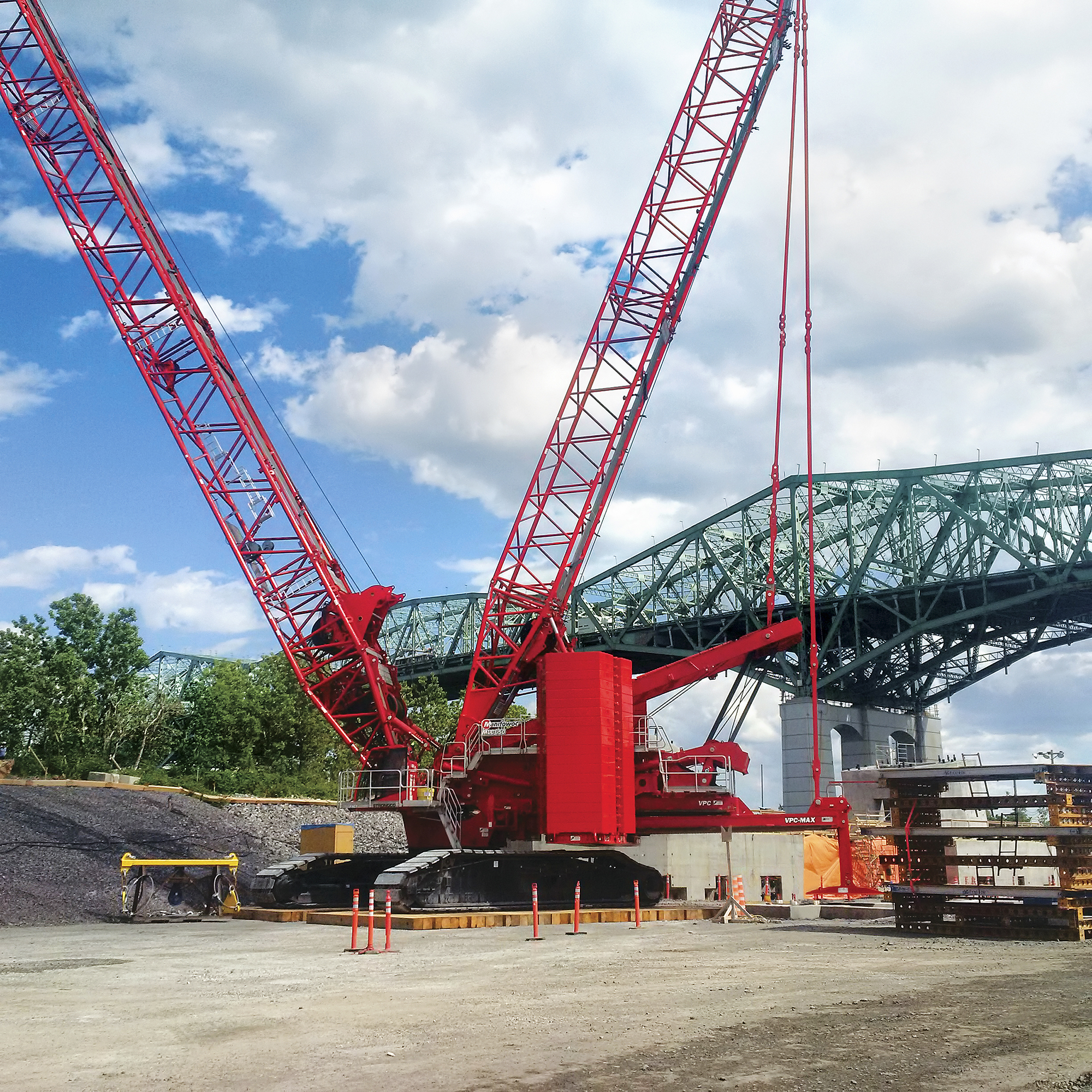 MLC650 keeps Montreal bridge replacement on track-1.jpg
