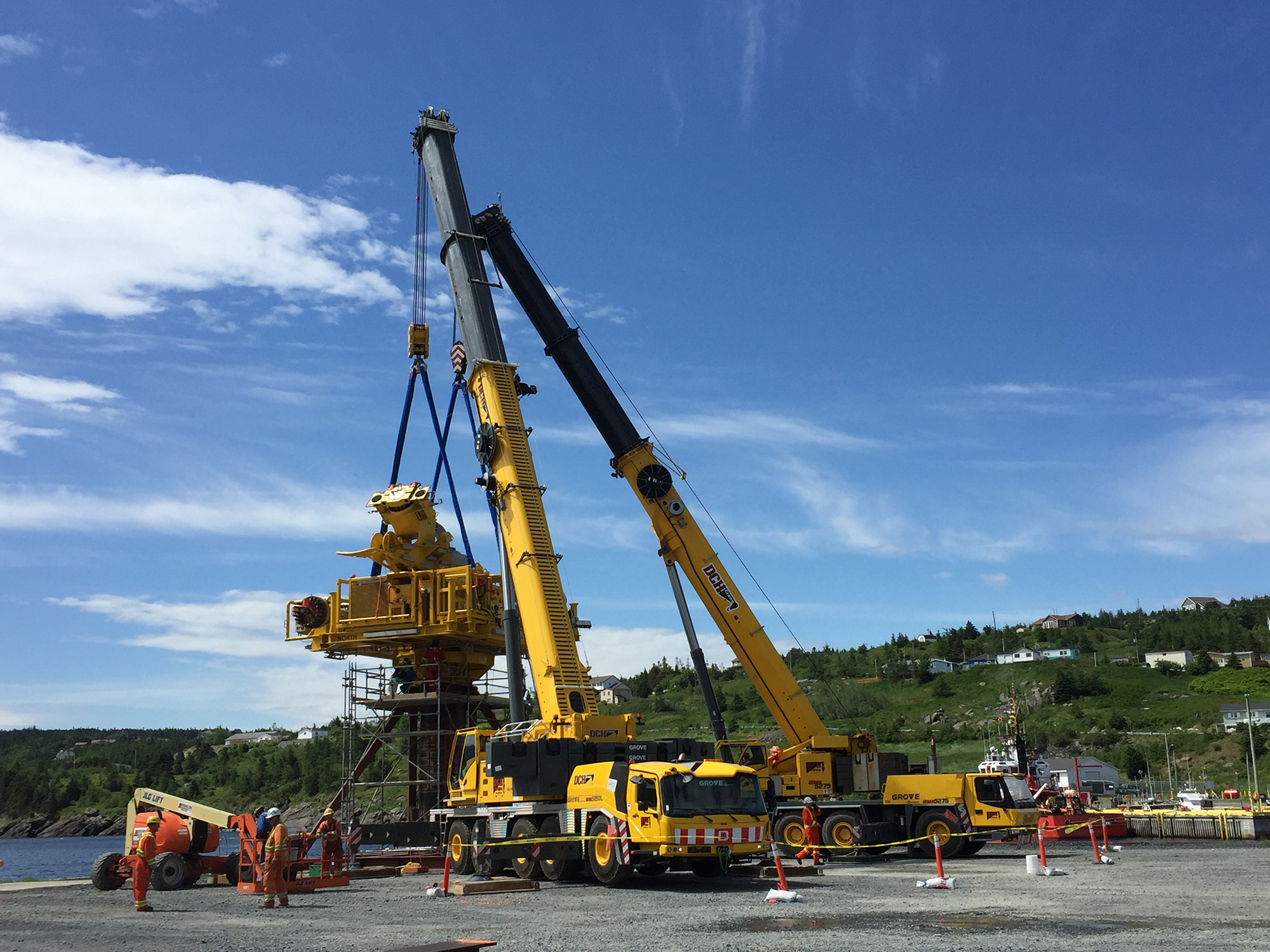 DCH Crane adds mobility and versatility to its fleet with Grove GMK5250L-4.jpg